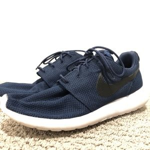 Nike Shoes - Nike Roshe Run